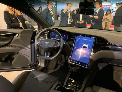 Connected cars draw crowds in Barcelona, but the industry is